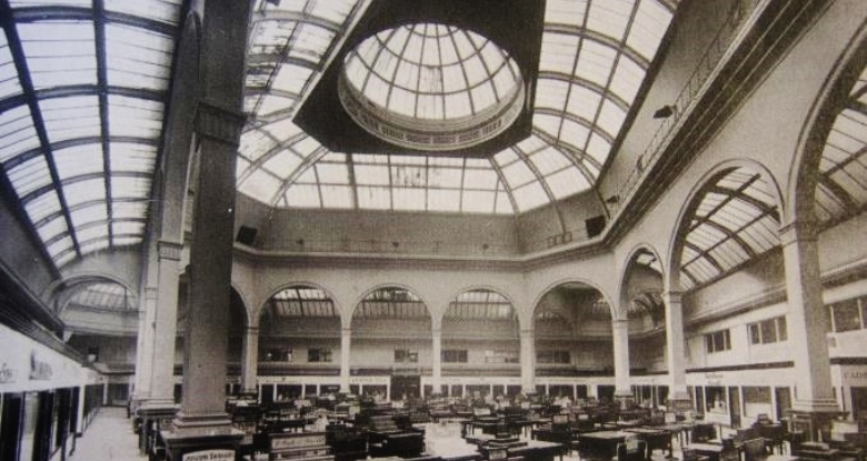 The building in the 1900s when it was a trading floor